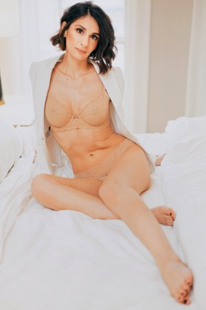 Anne-berangere massage parlor in Sachse & live escort
