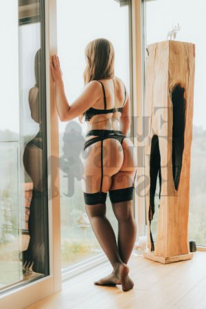 Lou-marine happy ending massage in La Follette TN & escorts